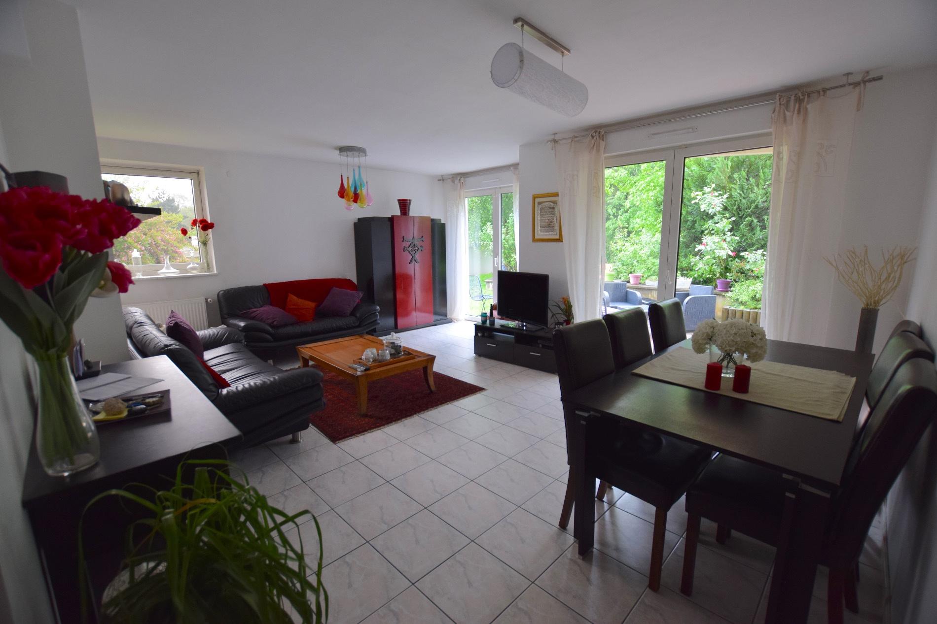 Vente bel appartement f4 enti rement r nov donnant sur for Appartement terrasse et jardin